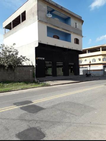 Pequeno prédio de esquina com loja e 2 Aptos - Foto 2