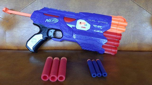 Nerf dual-strike com 6 dardos