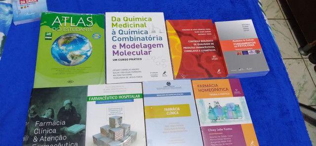 Coleção  de livros farmácia, para quem faz faculdade ou curso.