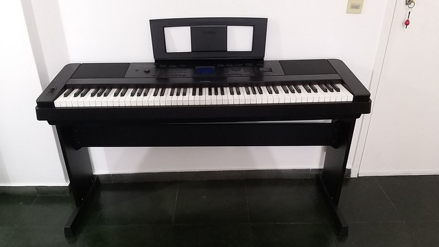 Piano Yamaha Eletrônico DGX 660