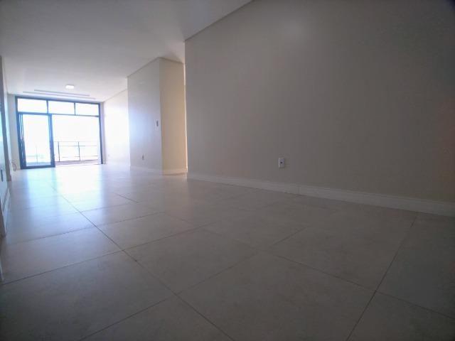 Amplo Apartamento 3 Dormitórios(1Suíte+2D) + Lavabo com 2 Vagas no Centro de Itajaí!