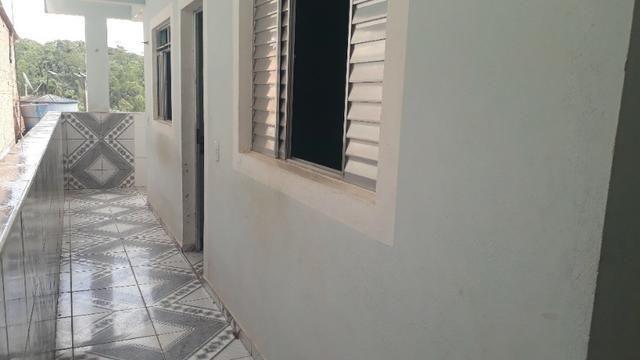 Aluga casa 2 cômodos no Jardim São Marcos p.f . Ônibus járd. São marco