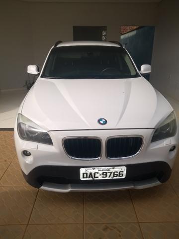 Vendo ou troco em carro de menor valor BMW X1 sdrive 2.0 18i 4x2 2011 completa - Foto 2