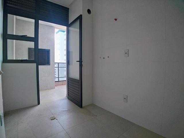 Amplo Apartamento 3 Dormitórios(1Suíte+2D) + Lavabo com 2 Vagas no Centro de Itajaí! - Foto 7