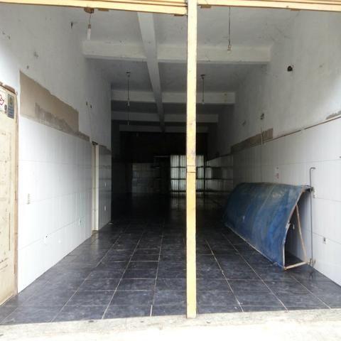 Aluga-se salão comecial de 100 metros com 2 banheiros