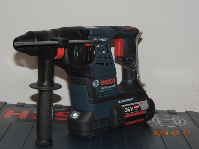 Martelete rotativo Bosch bateria 36 volts - Foto 2