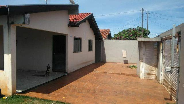 Vendo ou troco casa de esquina com piscina em condomínio fechado - Foto 9
