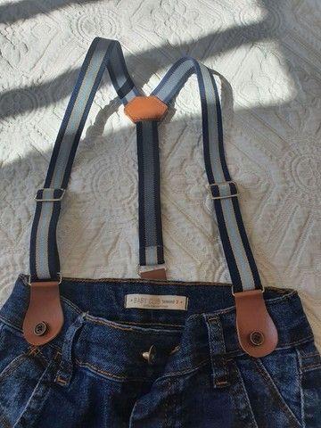 Calça jeans com suspensório e elástico  - Foto 2
