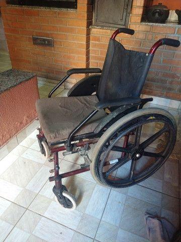 Cadeira de rodas. T faltando somente o descanso de pés. Meu pai teve a perna amputada  - Foto 2