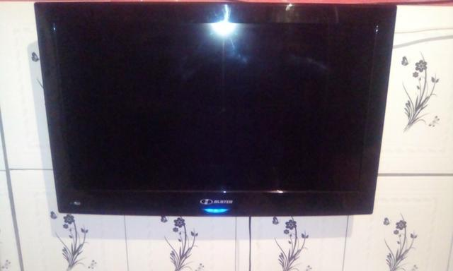 TV 32 polegadas HBUSTER usada - Foto 2