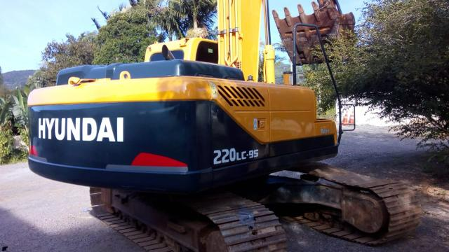 Escavadeira hyundai 220 lc-9s