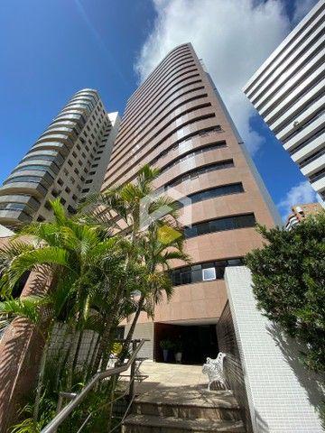 Apartamento para venda possui 211 metros quadrados com 3 quartos em Meireles