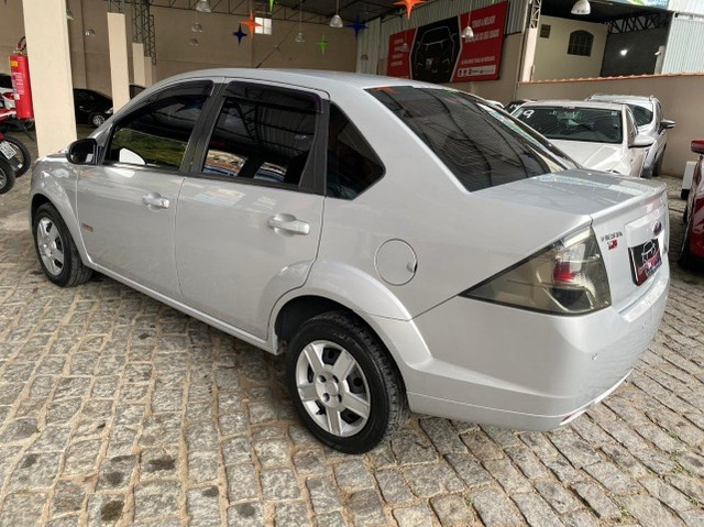 Ford- Fiesta Sedan 1.6 2013 + IPVA 2021 pago. - Foto 3
