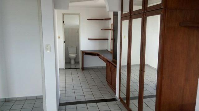 Apartamento em Lagoa Nova de 2 quartos grandes e ótima localização