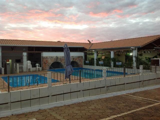 Chale novo,bem arejado,4 dormitórios,3 banheiros,piscina,sauna salao de jogos - Foto 2