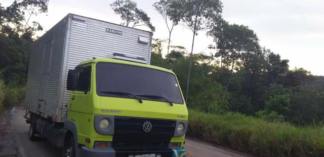 Caminhão baú - Foto 2
