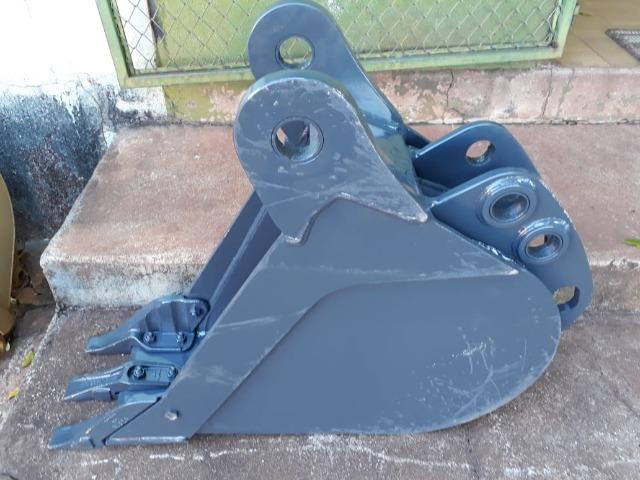 """Caçamba de Retro Escavadeira Case 580N 300mm, 12"""""""