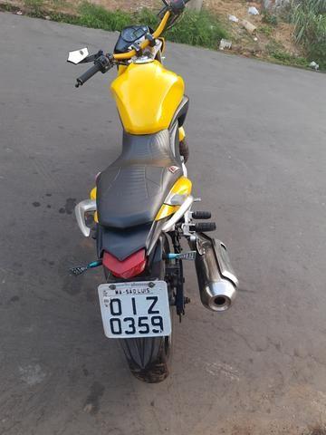 Vendo Moto Honda CB 300R 2012 bem conservada por apenas R$ 6.000,00 - Foto 2