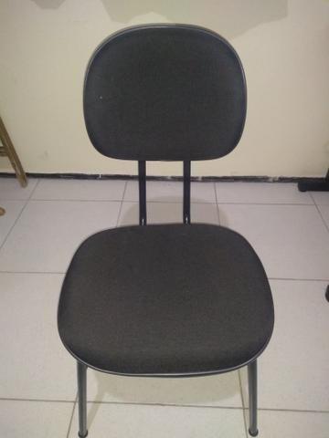 Cadeira escritório fixa preta