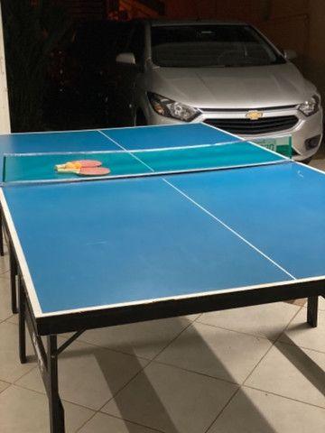 Mesa semi profissional de tênis de mesa.
