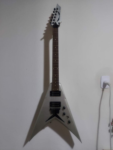 Guitarra Dean Flying V Dave Mustaine Signature