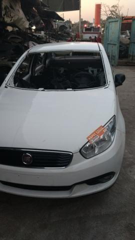 Fiat Grand Siena 2015 sucata somente peças