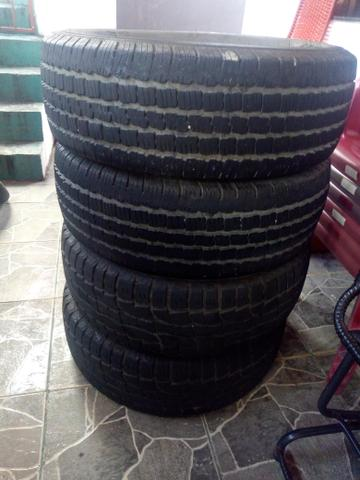 Vende-se 4 pneus de S10 900