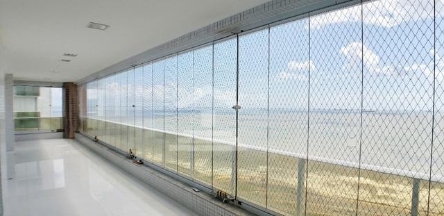 Apartamento com 400m / 5 Suítes / Ponta do Farol / Frente Mar