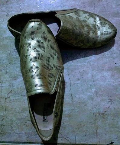Sapatilhas comfort cor ouro #37br