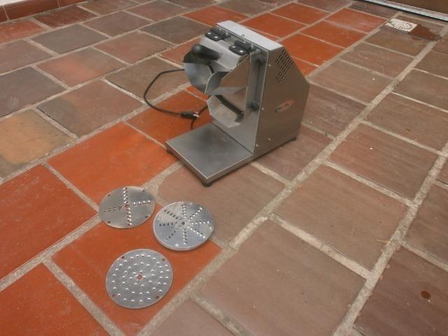 Ralador industrial - em inóx - com 3 discos - para coco, queijo , chocolate - Foto 3