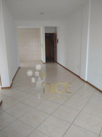 Amplo apartamento com 01 suíte + 01 dormitório no centro de Itajaí - Foto 2