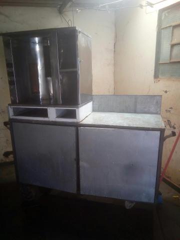 Máquina de churrasco grego funcionando perfeitamente