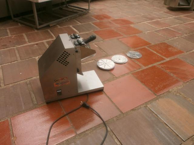 Ralador industrial - em inóx - com 3 discos - para coco, queijo , chocolate