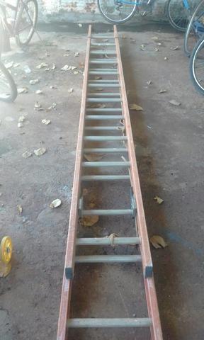 Vendo escada de fibra com degraus de alumio 24 degraus (300 reais )