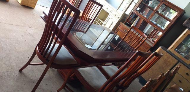 Jogo de mesa usada com 6 cadeiras
