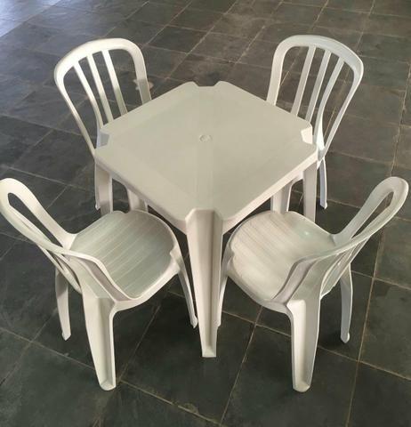 Conjunto Mesa plastica semi nova