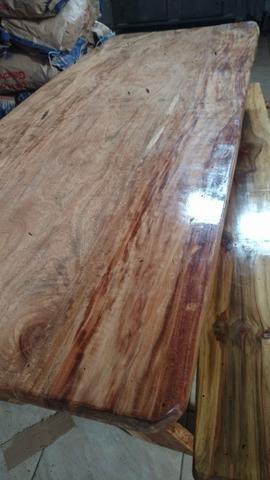 Mesa na prancha maciça madeira canafrista