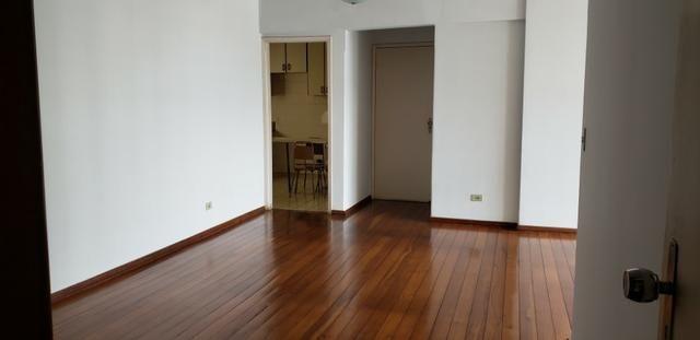 Excelente Apto com 3 quartos sendo 1 suite c/ sacada, 2 por andar e 2 garagens individuais - Foto 4
