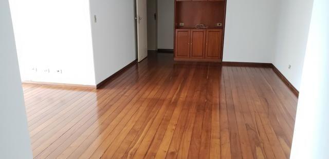 Excelente Apto com 3 quartos sendo 1 suite c/ sacada, 2 por andar e 2 garagens individuais - Foto 3