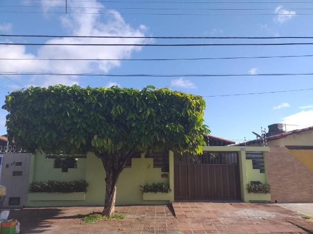 Casa com excelente localização (próxima à Av. Abel Cabral):