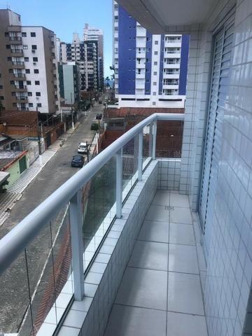 Apartamento perto do mar, excelente localização residencial, com 2 dorm e sacada - Foto 12