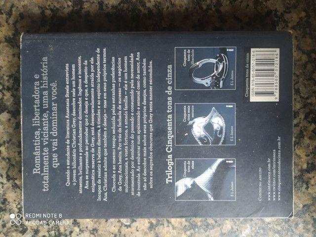 Livro cinquenta tons de cinza - Foto 2