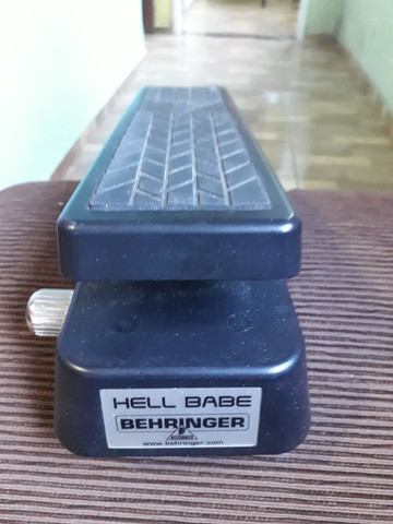 PEDAL Hell Babe Behringer