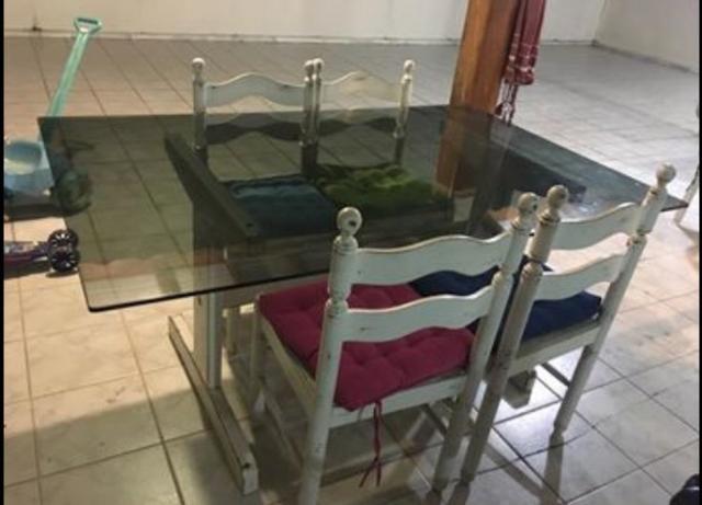 Mesa com tampo de vidro (1,60) e base em madeira laqueada - Foto 3