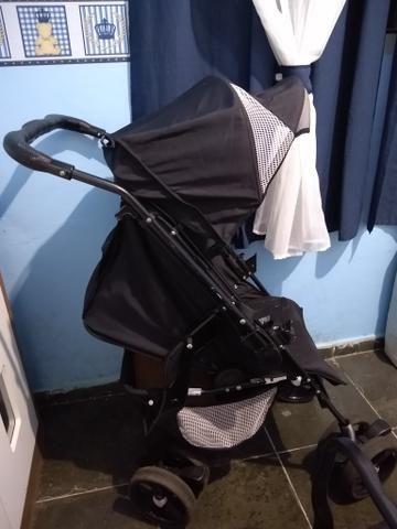 Vendo carrinho de bebê. Valor 400,00