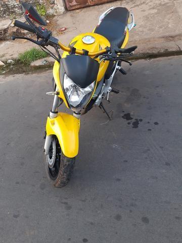Vendo Moto Honda CB 300R 2012 bem conservada por apenas R$ 6.000,00