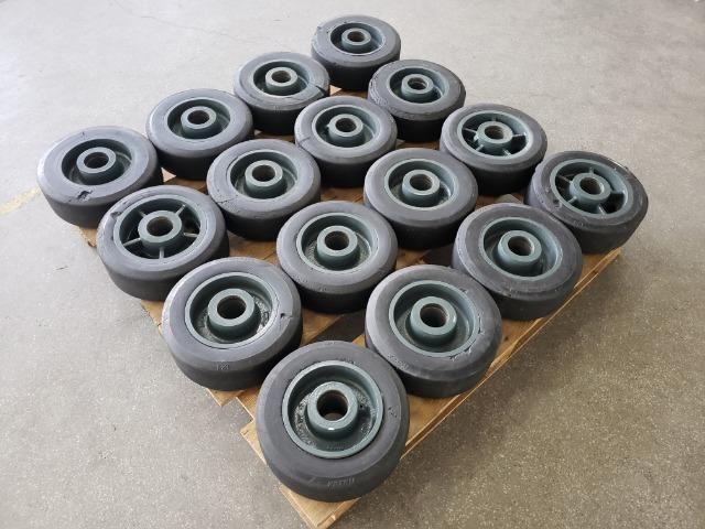 """Rodas 12""""x 4"""" para 1200 kg usadas"""