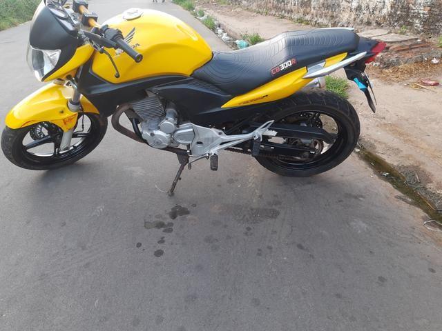 Vendo Moto Honda CB 300R 2012 bem conservada por apenas R$ 6.000,00 - Foto 6