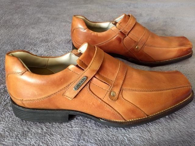 Sapato em Couro, marca Calprado, Novo, solado emborrachado, tamanho 43