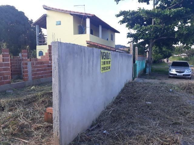 Terreno com casa em obra a 4 ruas da praia Saquarema !!!